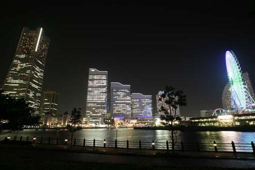 Yokohama's Minato Mirai 21 area at night